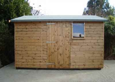 Deluxe Apex 12x10, Door and Window under eaves