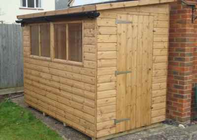 Deluxe Pent 9x5, reverse roof slope & Guttering