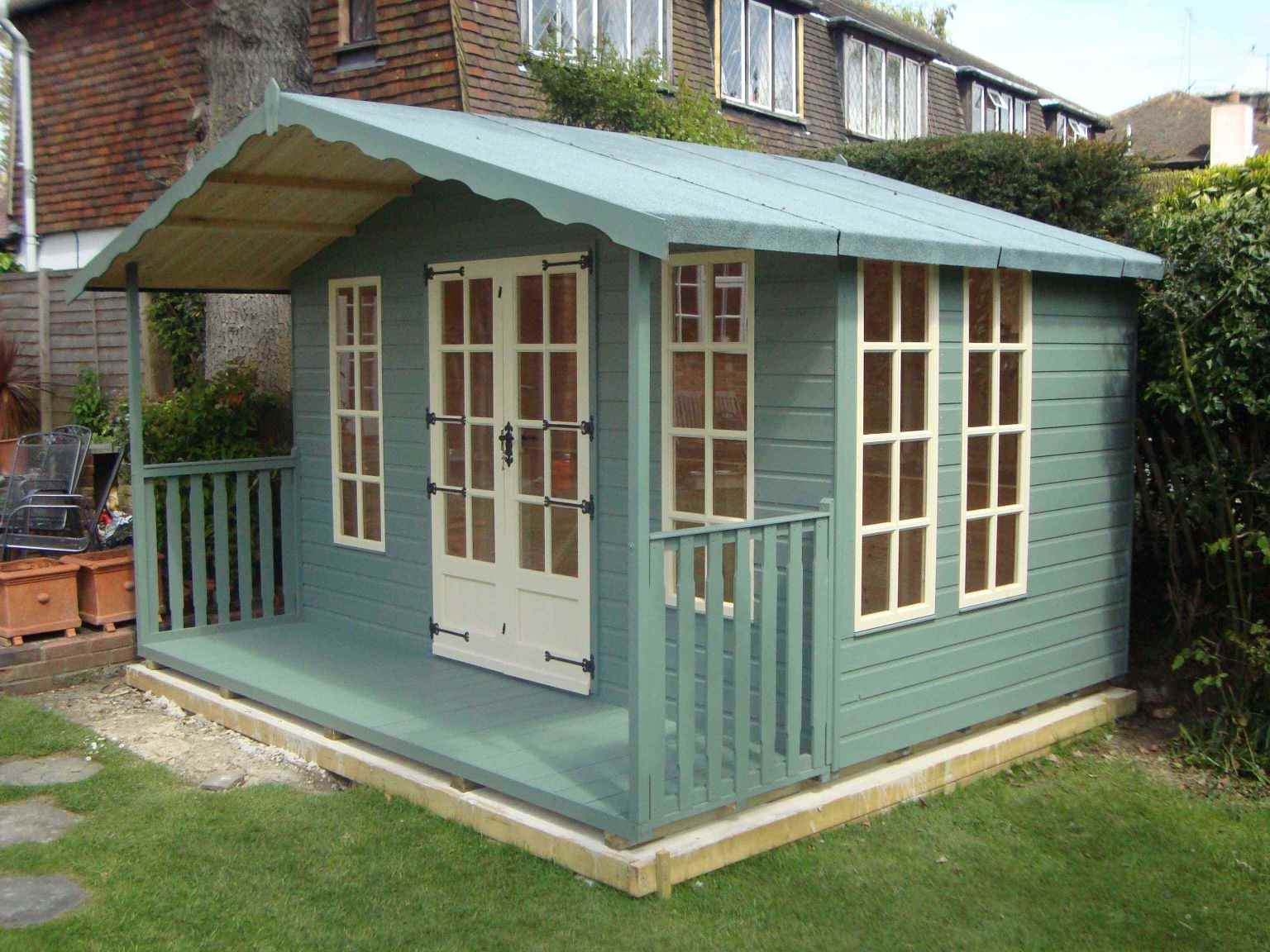 Summer houses garden rooms home offices bespoke mb for Garden designs with summer houses