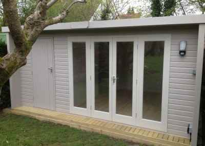Windsor 16x10, Extra Door, Partition, Shades Finish, Lined & Insulated.