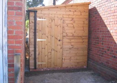 Deluxe Pent 11x7'6, extra height & Guttering